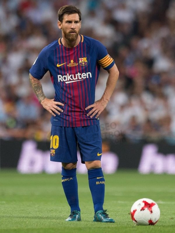 lionel-messi-with-football