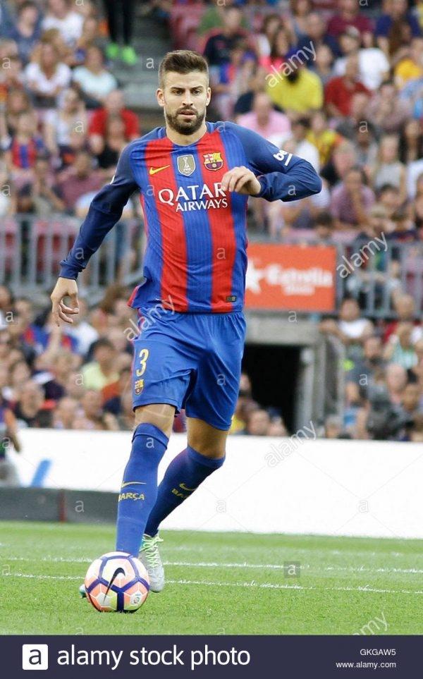 camp-nou-barcelona-espana-20-aug-2016-la-liga-de-futbol-barcelona-vs-real-betis-gerard-pique-en-accion-accion-de-credito-mas-deportesalamy-live-news-gkgaw5